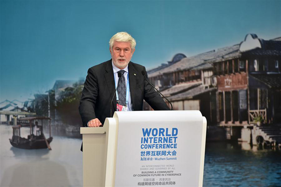 Howard E. Michel, president of the Institute of Electrical and Electronics Engineers (IEEE), addresses the closing ceremony of 2015 World Internet Conference in Wuzhen